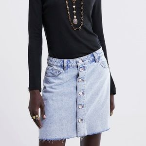 NWT • Zara • Buttoned Denim Mini Skirt